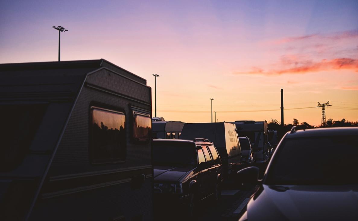 bydlení a západ slunce