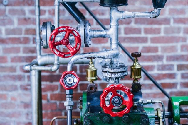 propojovací systémy z kovu