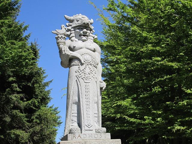 socha boha Radegasta.jpg